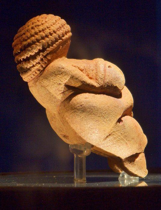 Venus_of_Willendorf_right